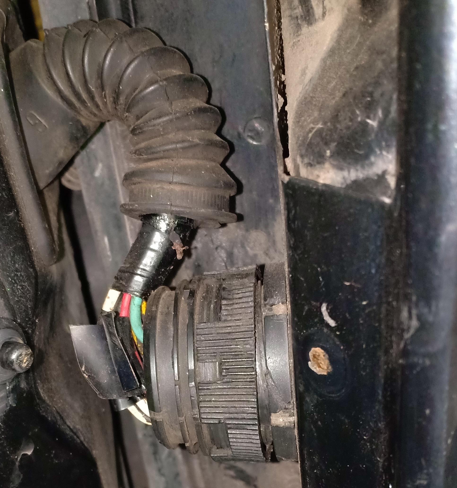 Jangan Main Jumper Di Peugeot 306 N5 Celotehanku Fuse Box In Masalah Yang Tersisa Pada Saya Saat Itu Adalah Ac Kerap Kali Putus Dan Tape Mobil Masih Tetap Menyala Walaupun